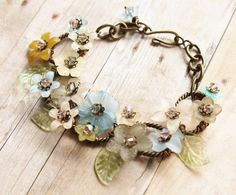 Vintage Lucite Bracelet,Vintage Lucite Flowers in Muted Colors,Pastel, Lightweight, Bridal Bracelet,Repurposed, Floral