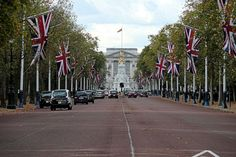 The Mall looking west towards Queen Victoria Memorial and Buckingham Palace