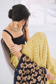 Unique Blouses, Sarees and Lenghas that embody the vibrancy of South Asian fashion with a modest up to date western flair. African Traditional Dresses, Indian Dresses, Traditional Outfits, Indian Clothes, Indian Suits, Indian Attire, Pakistani Suits, Indian Look, Indian Ethnic Wear