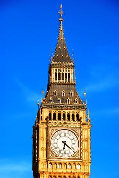 Big Ben - but that's pretty obvious right? From http://nomadicpursuits.com/top-photo-spots-in-london/