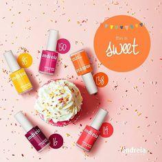 Doce é uma festa surpresa, recheada de amigos e salpicada de #felicidade. Bom fim de semana! #AndreiaProfessional #Verniz #Beleza  / Sweet is a surprise party, filled with friends and splashed with #happiness! Have a nice weekend! #SweetStyle #NailPolish #Manicure