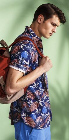 Hey guys, please don't tuck in your aloha shirt. You'll look like a dork. Mahalo... read more tips: http://www.boomerinas.com/2015/08/09/what-to-wear-in-hawaii-tinas-guide-to-hawaiian-chic-more-2/