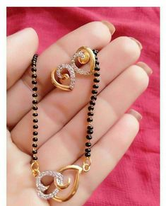 Royal Jewelry, Gold Jewelry, Beaded Jewelry, Fine Jewelry, Gold Mangalsutra Designs, Gold Jewellery Design, Gold Pendant, Pendant Jewelry, Diy Choker