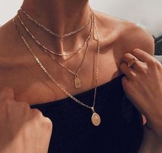 Neck jewellery - femme fatale on – Neck jewellery Dainty Jewelry, Cute Jewelry, Jewelry Accessories, Fashion Accessories, Fashion Jewelry, Women Jewelry, Jewlery, Gold Jewellery, Silver Jewelry