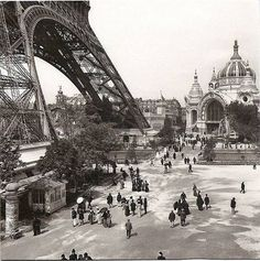 PARIS - 1800-1940 World Expo 1900. The Eiffel Tower is proud of its height, these thirteen years, being built as a holiday and a pompous Mrs. World's Fair of 1900.