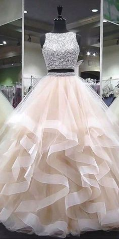 Sparkly Beaded Long Two Pieces Quinceanera Dress 2019 Custom Made Tulle Beadings Prom Gowns Fashion Long Two Pieces Graduation Party Dress Beaded School Dance Dress Pageant Dress for Girls - Lange Kleider - School Dance Dresses, Girls Pageant Dresses, Cute Prom Dresses, Ball Dresses, Pretty Dresses, Beautiful Dresses, Prom Gowns, Party Dresses For Girls, Red Ball Gowns