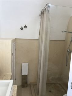 "Bathroom, ""stricaturu"" and linen... at LaPicciosa"
