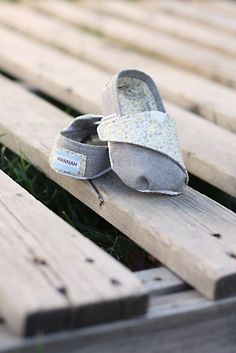 TOMS-inspired Baby and Toddler Shoes – Free Pattern and Tutorial