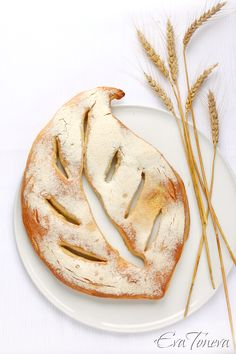 Fougasse // 500 g flour + for sprinkling  20 g fresh yeast  325 ml sparkling mineral water  6 tablespoons + olive oil for greasing  1 tsp honey or sugar  1 tsp salt - See more at: http://www.evatoneva.com/index.php?option=com_content&view=article&id=567:fougasse&catid=6:pitki&Itemid=8#sthash.D1zipST7.dpuf