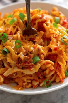 A one pot cheeseburger pasta recipe with all your burger favorites, like ketchup. An easy one pot cheeseburger pasta recipe that's ready in 30 minutes.