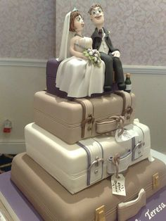 Suitcase Wedding Cake by Clare's Cake Pictures, via Flickr