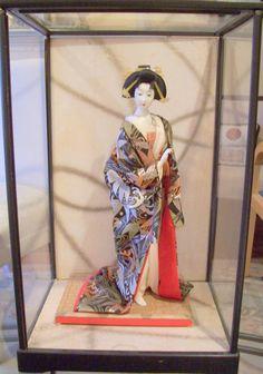 Vintage Japanese Geisha Doll Figure Kimono with Glass Case