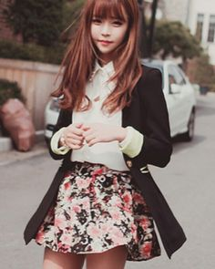 Very cute sarangseureowo~ Karen ❤ I will never get tried of floral patterns