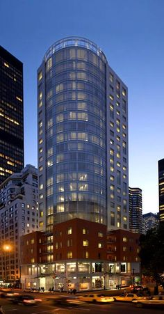 The Alexander located at 250 East 49 street is a NYC condo consisting of 24 floors with 88 apartments built in 2008