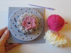 Fiore uncinetto Telaio Prym | Tutorial crochet flower with loom prym Crochet Flowers, Pink Flowers, Flower Making, Tutorial Crochet, Diy Projects, Make It Yourself, Sewing, Create, How To Make