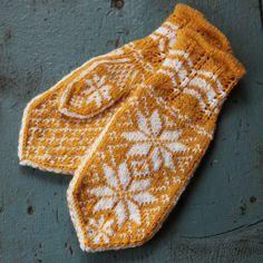 Rosevotter, gule (Ask) - oppskrift Baby Mittens, Knit Mittens, Knitted Gloves, Knitting Socks, Diy Crafts Knitting, Knitting Projects, Crochet Projects, Knit Crochet, Crochet Hats