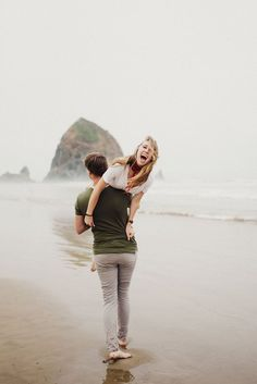 Eden Strader Photography, Cannon beach engagement session, beach couples session, oregon coast engagement session, engagement pose ideas Informations About COUPLES Photos Couple Plage, Couple Beach Pictures, Plage Couples, Beach Couples, Posing Couples, Couple Posing, Wedding Couples, Salt Lake City, Strand Shoot