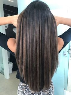 Check out some of the best balayage brown hair looks, including the soft and natural to the bold and striking. The perfect way to update your brunette locks. Brown Ombre Hair, Brown Hair Balayage, Balayage Brunette, Ombre Hair Color, Hair Color Balayage, Brown Hair Colors, Brown Highlights On Black Hair, Straight Hair Highlights, Brown Straight Hair