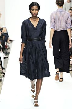 See all the Collection photos from Margaret Howell Spring/Summer 2012 Ready-To-Wear now on British Vogue Daily Fashion, Everyday Fashion, Cool Outfits, Fashion Outfits, Womens Fashion, Black Outfits, French Capsule Wardrobe, A Well Traveled Woman, Margaret Howell