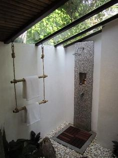 Gorgeous 34 Astonishing Outdoor Shower Design Ideas For Bathroom Inspiration Indoor Outdoor Bathroom, Outdoor Baths, Outdoor Showers, Bad Inspiration, Bathroom Inspiration, Bathroom Ideas, Bathroom Showers, Bathroom Plants, Natural Bathroom