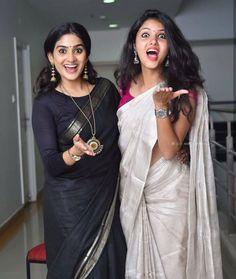 How to Select the Best Modern Saree for You? Simple Sarees, Trendy Sarees, Fancy Sarees, Kerala Saree Blouse Designs, Saree Blouse Patterns, Set Saree, Saree Dress, Indian Attire, Indian Outfits