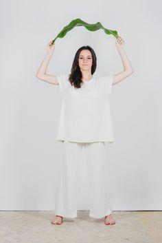 #Pantalone ampio in jersey di #canapa 100% con elastico in vita. É realizzato in taglia unica e veste dalla 40 alla 46. filotimo.it