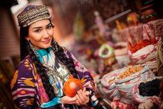 Özbek yemekleri tariflerinden önce, Özbek mutfak kültüründen bahsedelim. Özbek kültüründe çorbaların ana malzemesi et ve tahıldır. Golden Horde, Blue Green Eyes, Afghan Dresses, Indian Language, Central Asia, Ikat, Most Beautiful Pictures, Folk Art, Culture