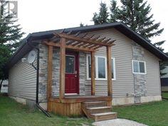 4910 Post ST, Macklin, Saskatchewan  S0L2C0 Deep Soaker Tub, Window Air Conditioner, Stone Backsplash, Finding A House, Floor Space, House 2, Concrete Floors, Bungalow, Living Spaces
