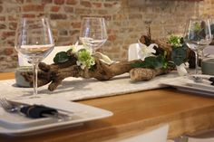2 Beautifully Natural Tablescapes for Holiday Dining