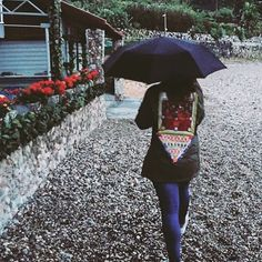 All you can do is singing in the rain ☔️ thanks @justfredje___ for this pic with our amazing Monikmo vintage jacket #noteboombrugge #brugge #monikmo #vintage #ootd #outfit