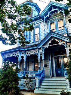 vintage Victorian cottage - my magical house Victorian Architecture, Beautiful Architecture, Beautiful Buildings, Beautiful Homes, Classical Architecture, Victorian Style Homes, Victorian Cottage, Victorian Houses, Victorian Interiors