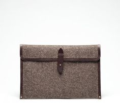 Herdwick Peat brown tweed with saddle leather laptop sleeve by Cherchbi