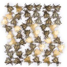 Golden rain ! plaque de cuivre découpé à la main, gravure et plaqué or. #bijoumural #walljewelry #flies #fly