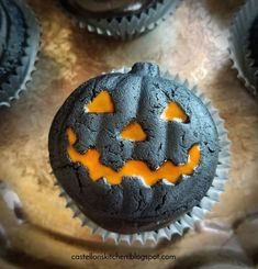 halloween desserts Make your Halloween Party even more special with these spooy and delicious Halloween Cupcakes. Here are best Halloween Cupcakes Recipes for you. Halloween Brownies, Halloween Snacks, Spooky Halloween, Bolo Halloween, Dessert Halloween, Hallowen Food, Halloween Baking, Theme Halloween, Halloween Goodies