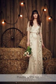 The new Jenny Packham wedding dresses have arrived! Take a look at what the latest Jenny Packham bridal collection has in store for newly engaged brides. Jenny Packham Wedding Dresses, Jenny Packham Bridal, Lace Wedding Dress, Wedding Gowns, Wedding Aisles, Wedding Hair, Spring 2017 Wedding Dresses, Country Wedding Dresses, Bridal Dresses