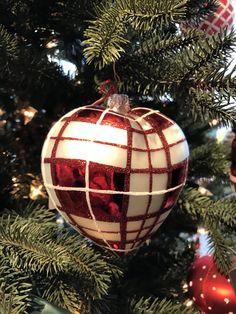 Wunderschöner Baumschmuck in Herzform. Ein Muss am Weihnachtsbaum.