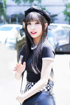 Cutie with a beret! Extended Play, South Korean Girls, Korean Girl Groups, Get Skinny Legs, Jung Eun Bi, Cold Weather Fashion, G Friend, Colourful Outfits, Winter Fashion Outfits