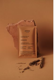 Mojo Cacao on Behance Chocolate Brands, Raw Chocolate, Mockup Design, Packaging Inspiration, Chocolates, Print Packaging, Jar Packaging, Elegant Logo, Chocolate Packaging