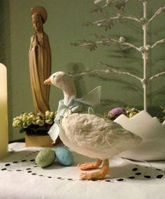CBS-handgemachte-VINTAGE-Wattefigur-huebsche-OSTER-GANS-m-hellbl-SCHLEIFE Christmas Ideas, Christmas Decorations, Dough Ornaments, Handmade Ornaments, Happy Easter, Felting, Holiday Crafts, Crafts To Make, Bunnies