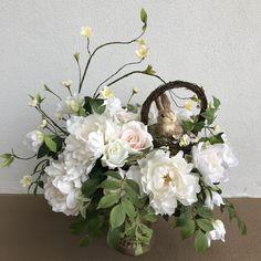 Faux Flower Arrangements, Table Arrangements, Faux Flowers, Silk Flowers, Halloween Decorations, Christmas Decorations, Modern Design, Custom Design, Artificial Tree