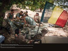 Mali. Les évènements se précipitent et la compagnie est désignée pour le Mali. Moment d'attente sur leur bivouac avant de protéger le détachement européen qui formera les troupes africaines au maintien de la paix. © CCH A. DUMOUTIER