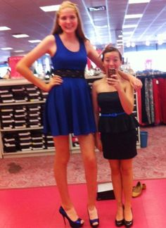 Tall daughter by zaratustraelsabio on DeviantArt Giant People, Great Legs, Tall Guys, Petite Women, Instagram Girls, Tall Women, Beauty Women, Beautiful Women, Daughter