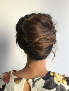 a messy French twist updo on long hair, with much texture and dimension and some locks down - Weddingomania 1920s Long Hair, Hairdo For Long Hair, Short Hair Updo, Haircuts For Long Hair, Messy Updo, Hair Up Styles, Hair Styles 2016, French Twist Updo, Bridesmaid Hair Updo