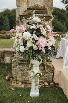FLOWER DETAIL.   Stunning alter wedding flowers, baby pink and white colour theme. More here: Www.LeanLivingGirl.com