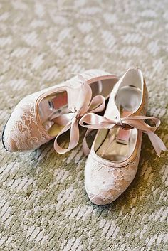 I ADORE some of these! Flats are a must at my wedding. 27 cute flats for brides on their wedding day! Unique Wedding Shoes, Pink Wedding Shoes, Wedding Flats, Bridal Shoes, Wedding Accessories, Cute Flats, Cute Shoes, Me Too Shoes, Wedding Pics