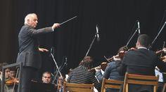 Daniel Barenboim und das West-Eastern Divan Orchestra: Drei Mozart-Sinfonien zum Tag der Menschenrechte   Livestream   BR-KLASSIK   Bayerischer Rundfunk
