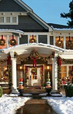 23 Christmas Outdoor Decoration Ideas Are Worth Trying – Live DIY Ideas – Outdoor Christmas Lights House Decorations Noel Christmas, Winter Christmas, Christmas Crafts, Christmas Budget, Christmas Houses, Christmas House Lights, Christmas Window Wreaths, Modern Christmas, Christmas Porch Ideas
