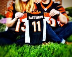 18 awesome and creative pregnancy announcements 36 awesome and creative pregnancy announcements Creative Baby Announcements, Creative Pregnancy Announcement, Pregnancy Photos, Pregnancy Announcements, Football Pregnancy Announcement, Pregnancy Tips, Maternity Pictures, Baby Pictures, Baby Photos