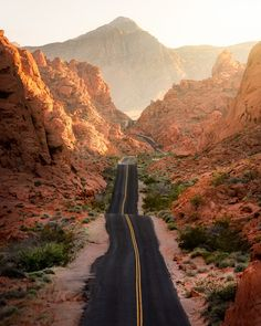 Valley of Fire (Nevada) by Mindz.eye / Valley of Fire (Nevada) by Mindz. Valley Of Fire State Park, State Parks, Places To Travel, Places To See, Voyager C'est Vivre, Photos Voyages, Parcs, Road Trip Usa, Vacation Trips