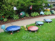 animales coloridos en el jardin